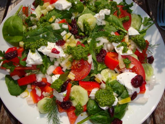 Słatka z warzywami i kozim serem