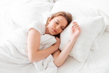 Śpiąca kobieta.